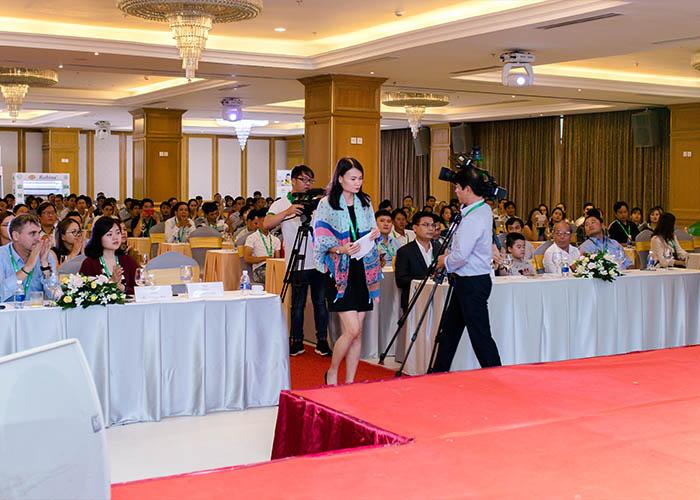 Hội nghị diễn ra trên quy mô lớn với hơn 400 khách mời tham dự