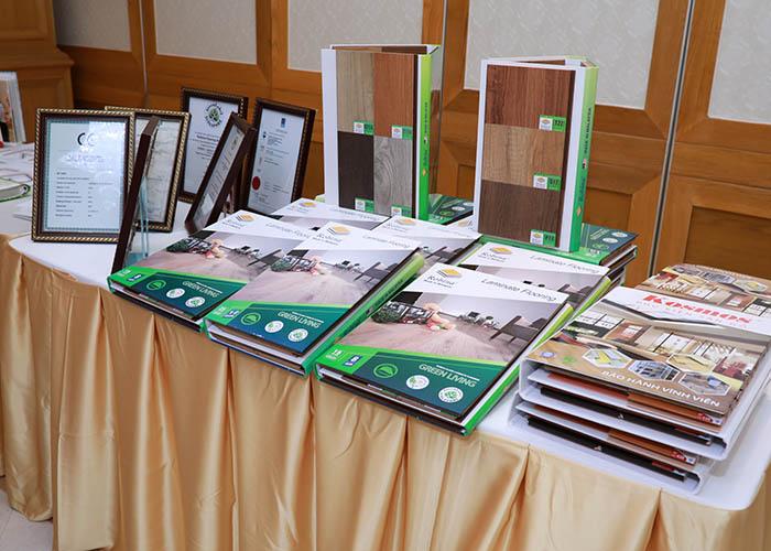 Chứng chỉ sàn gỗ Robina có tại hội nghị ngày 19/05/2018