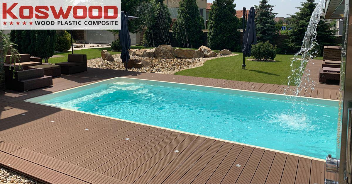 Sàn gỗ nhựa ngoài trời được lắp đặt tại hồ bơi.